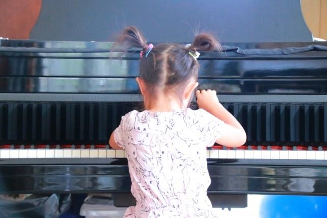 子供にピアノを練習させる