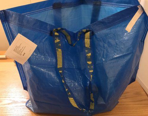 商品を入れる青い袋