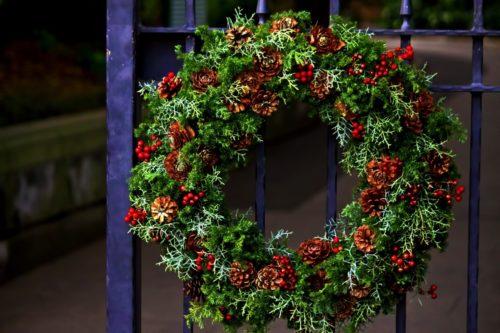 クリスマスリースを玄関にいつからつけていいの?