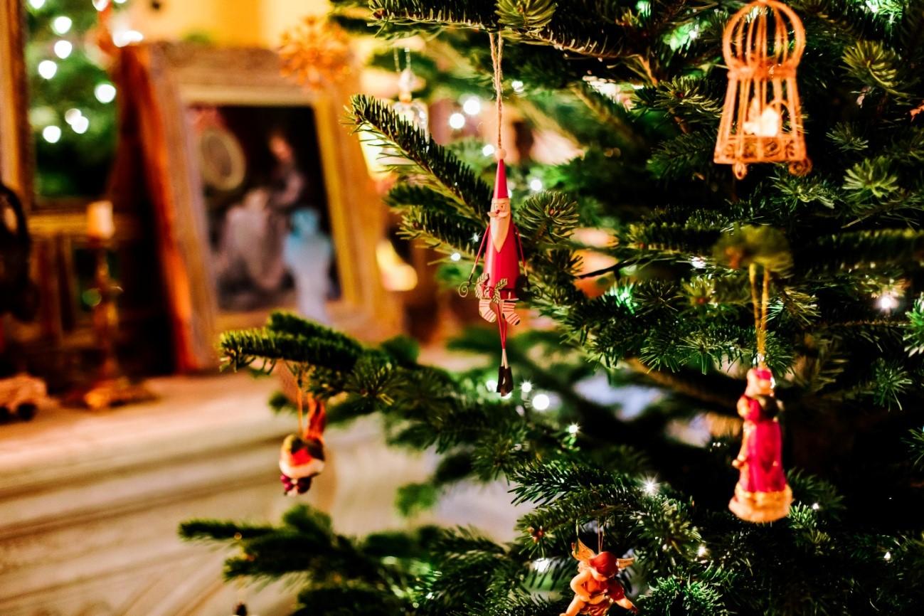 クリスマスに玄関を飾り付けする!おすすめアイディア5選!!
