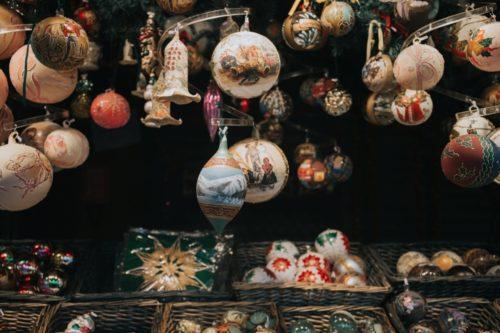 クリスマス 玄関を飾り付けするには?おすすめはこの5つ!