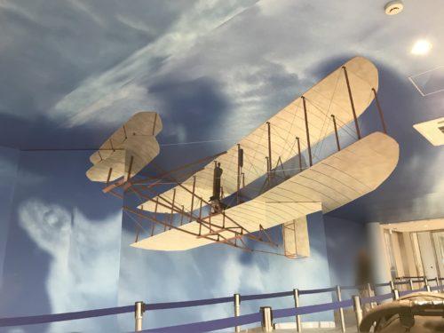 立体的に見える飛行機の絵