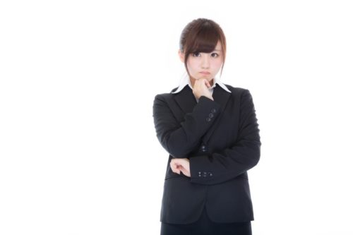職場内での女性同僚との関係を確認すること