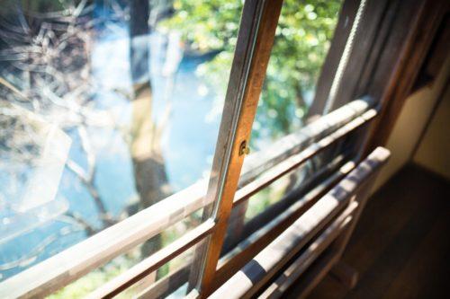 窓サッシのカビはどう取る?