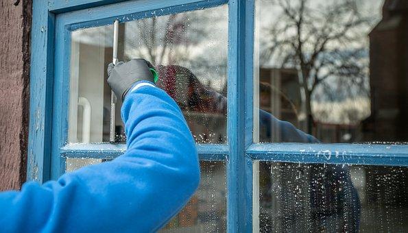 窓掃除に用意する道具は9つ!窓ガラス拭きやサッシのカビ取りの仕方もご紹介