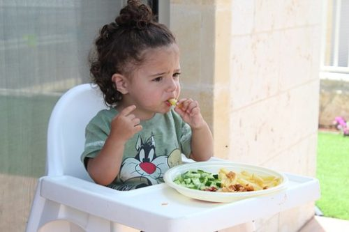 イオンモール広島府中のフードコートはどんな感じ?子供がいても食事できる?