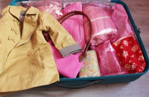 旅行で服をコンパクトに荷造りする方法はある?