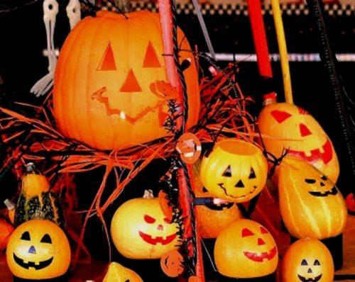 ハロウィンの飾りつけはセットのものを使えば手作りもさらに簡単?!
