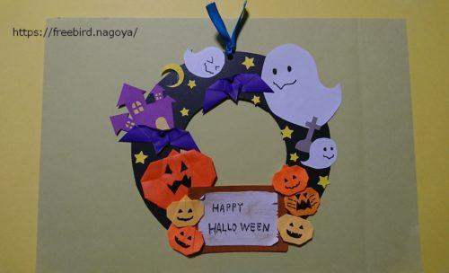ハロウィンの手作りの折り紙リース