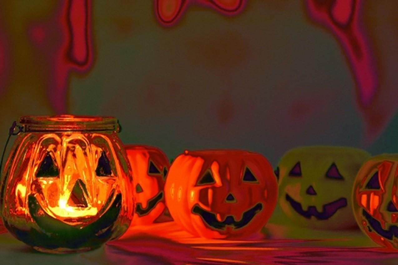 ハロウィンの飾りつけ 玄関をかぼちゃで!ドアをかざる方法についても知りたい!
