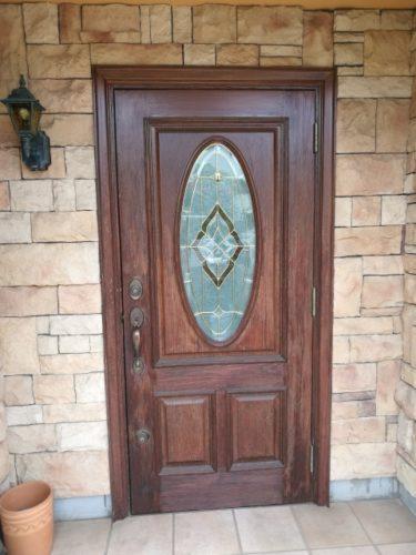 ハロウィンに玄関のドアを飾る方法は?